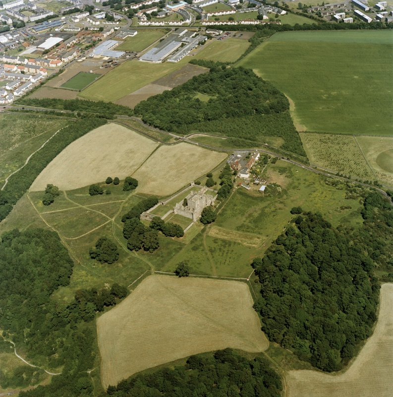 Oblique aerial view centred on the remains of Craigmillar castle with the remains of the garden adjacent, taken from the SW.