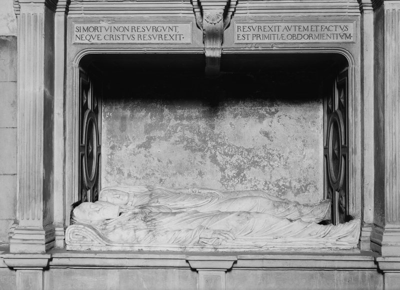 Tomb of Sir George Bruce - Sir George Bruce effigies (and spouse)