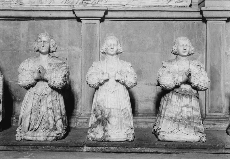 Tomb of Sir George Bruce - effigies of three daughters