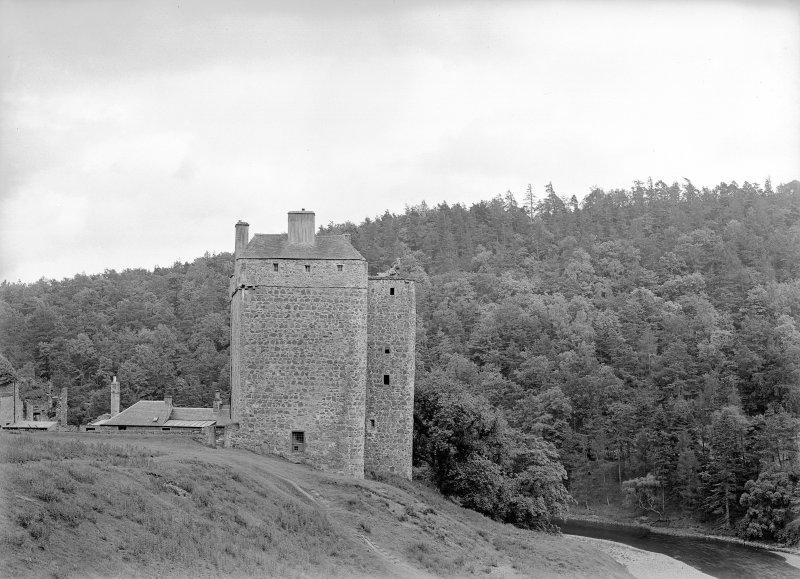 Neidpath Castle General view from North