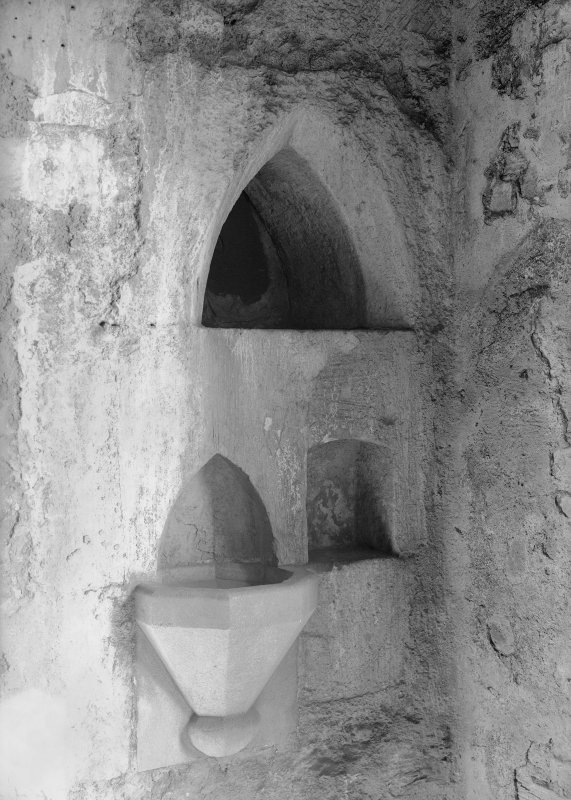 Interior. Detail of piscina.