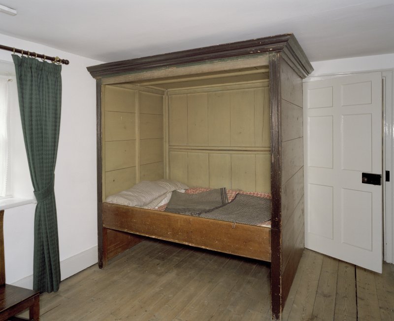 Interior. 1st. floor, N room, view of box bed