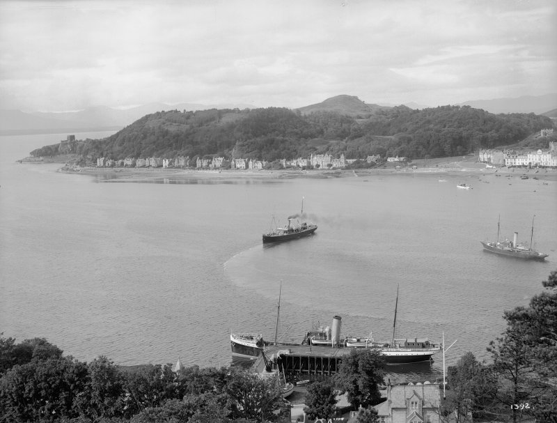 Oban, General. General view, with boats in the bay. Insc: '1392'.