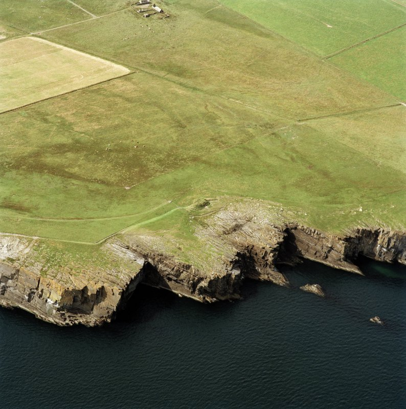 Oblique aerial photograph showing the chambered cairn, Isbister, South Ronaldsay