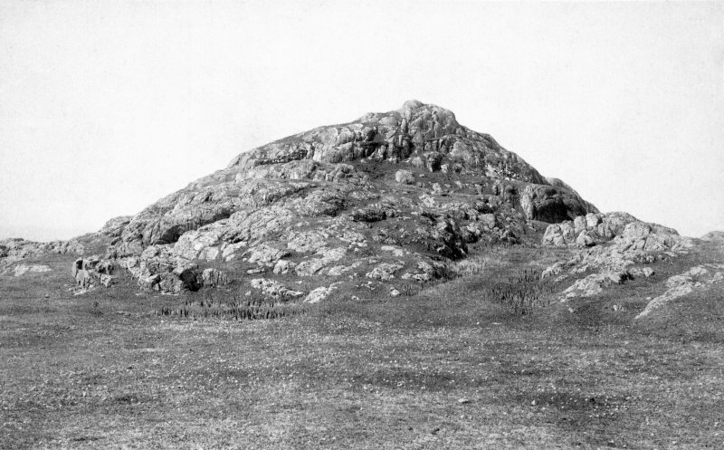 General view of fort. Original historic photograph mounted on card and annotated by Erskine Beveridge 'Dun Borbaidh, Coll'.