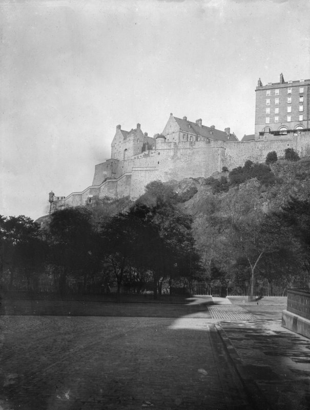 View of Edinburgh Castle from King's Stables Road