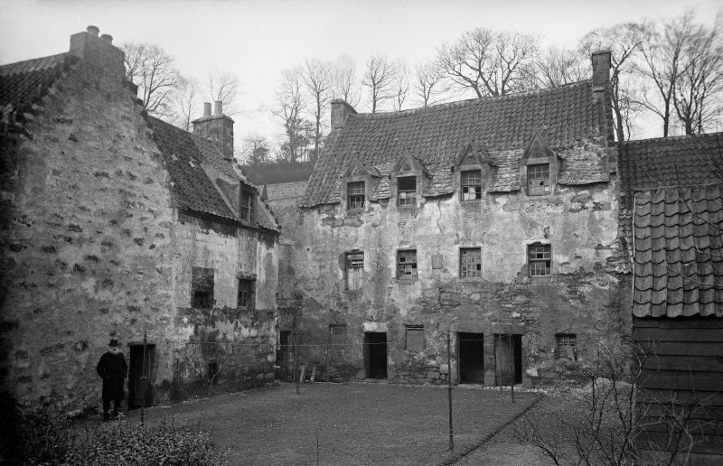 Culross Palace. View of front. Scanned from original glass plate negative. Envelope titled by Erskine Beveridge 'The Palace Culross'