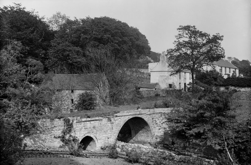 Newmills, Old Bridge. View of bridge from the west. Scanned from glass plate negative. Original envelope annotated by Erskine Beveridge 'Old Newmilns Bridge'