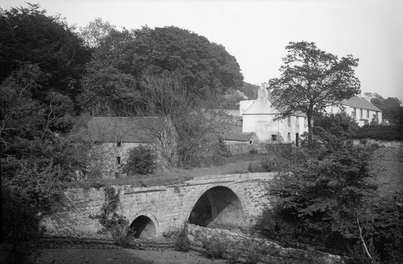 Newmills, Old Bridge. View of bridge from the west. Scanned from glass plate negative. Original envelope annotated by Erskine Beveridge 'Newmilns Bridge 1881'