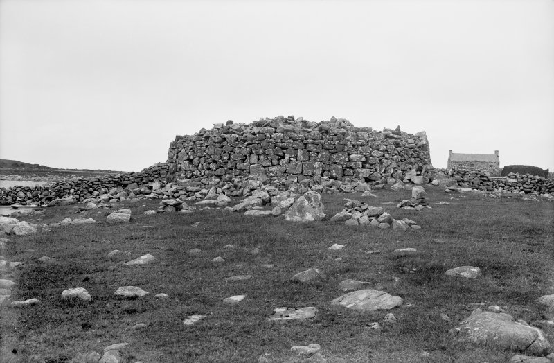 Lewis, Loch An Duna. General view of broch.