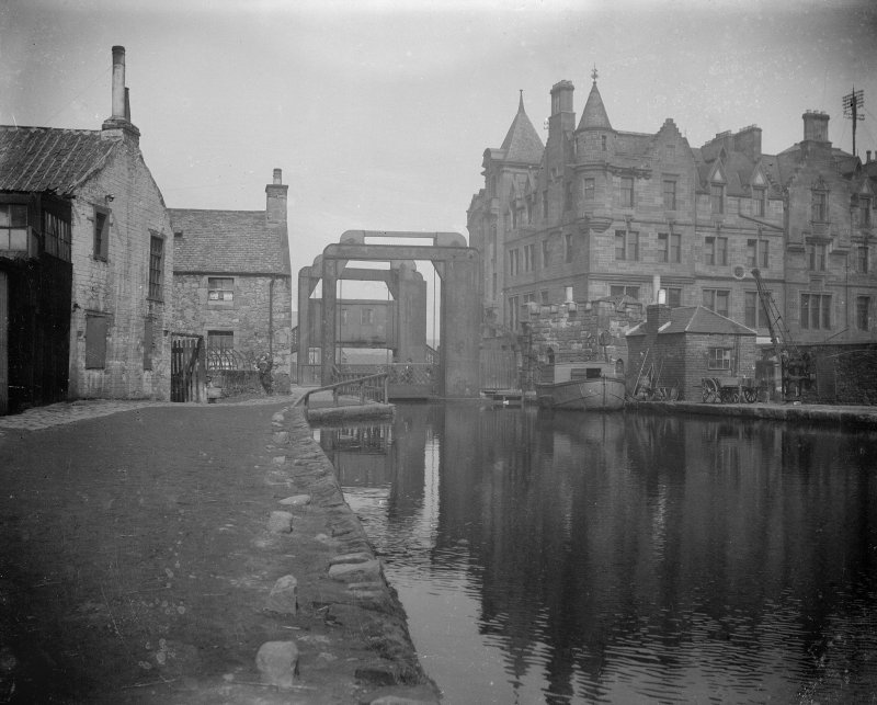Edinburgh, Gilmore Park, Union Canal, vertical lifting bridge. General view of bridge in original position pre-1922.