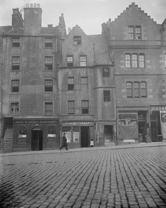 View of 74-84 (even) Grassmarket before restoration of 1929-1930 flanked by Nos 72 and 86