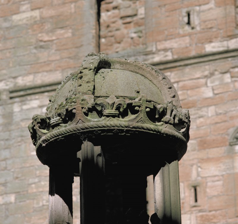 Courtyard, fountain, detail of crown