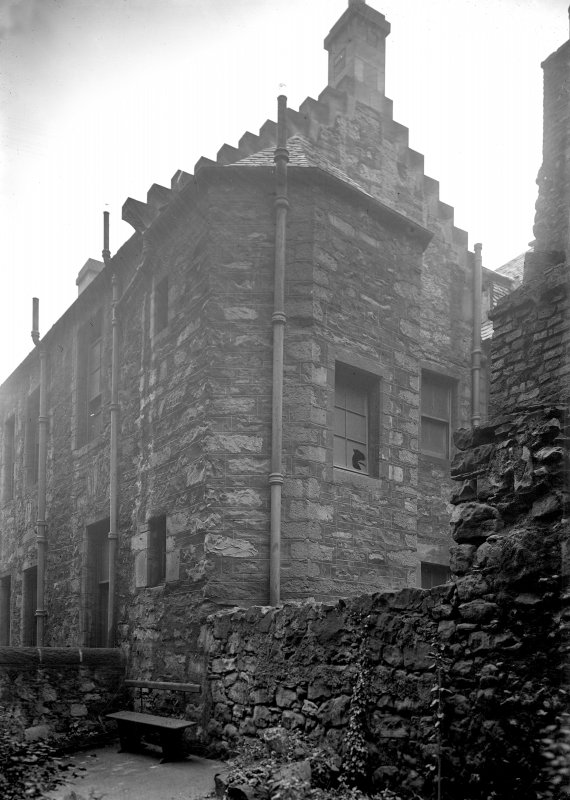 General view of rear of Semple's Close from Pipe Close