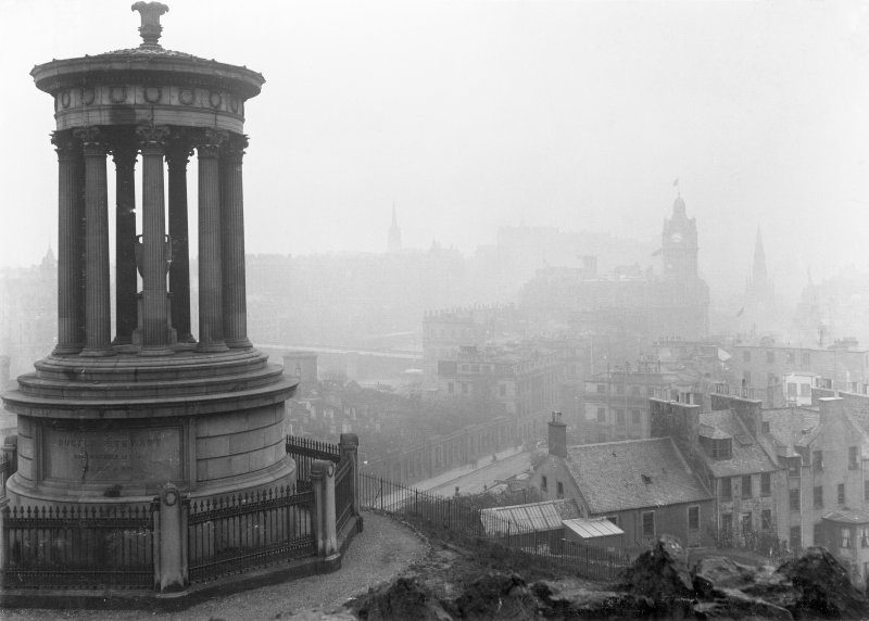 View of monument with view of Edinburgh behind, covered in fog