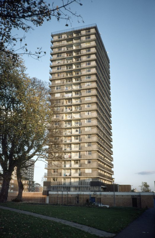Edinburgh, Martello Court (Muirhouse Phase II): View of 23-storey block.