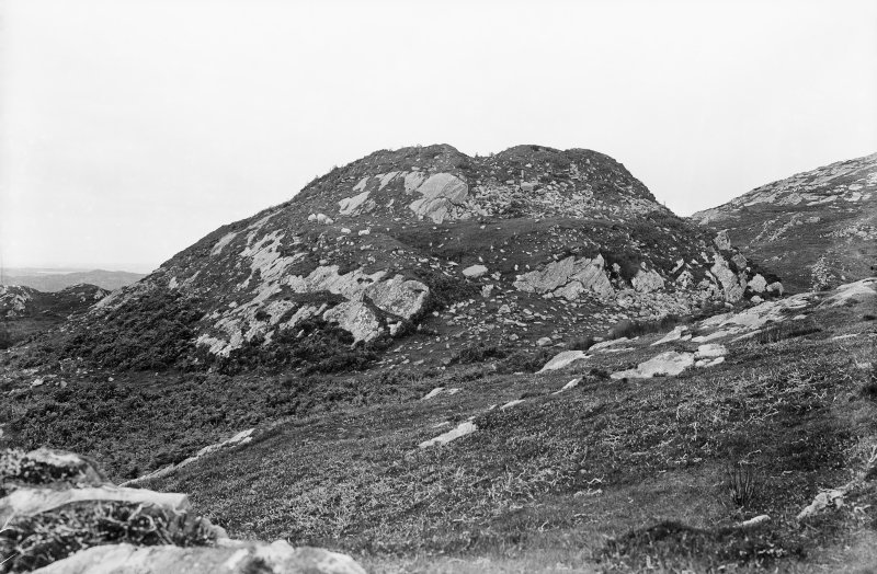 Colonsay, Dun Eibhinn. View looking up towards the fort.