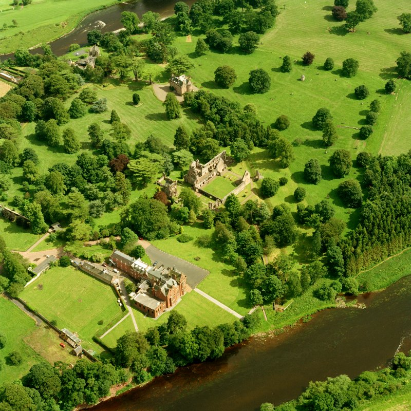 Dryburgh Abbey, oblique aerial view, taken from NW, centred on the abbey.  Dryburgh House Hotel is in the bottom left-hand corner, and Dryburgh Abbey House Dovecot in top right-hand corner.