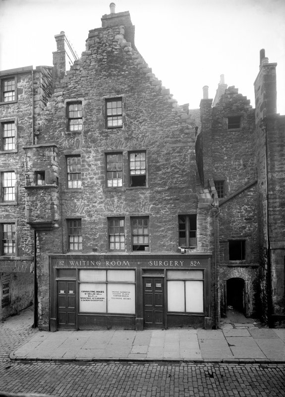 Edinburgh, 82, Canongate, Nisbet of Dirleton's House. View of the front of the house, four storeys high. The ground level being used as a doctor's surgery and waiting room.