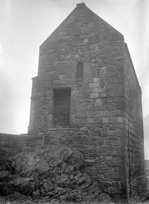 Queen Margarets Chapel, masonry, West wall