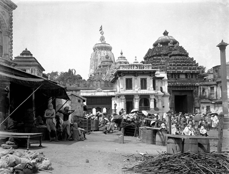 Street scene outside the east (Lions) gate, Jagganath Temple, Puri, Orissa.