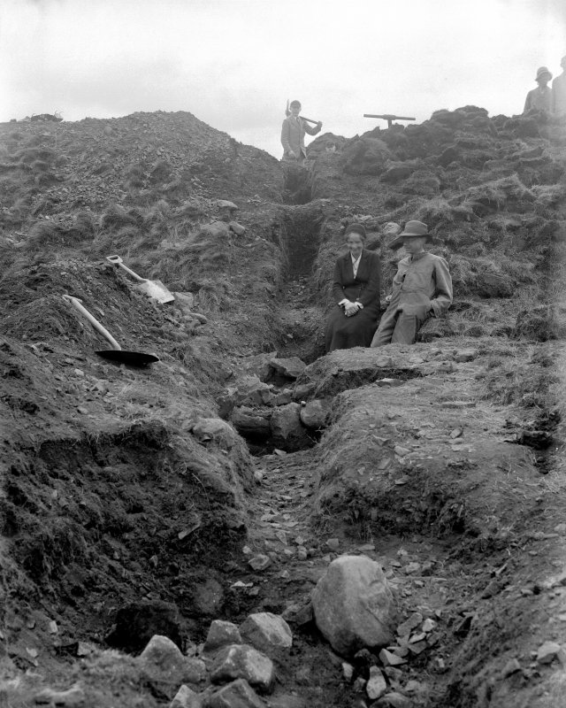 Excavation - V G Childe on extreme right of view