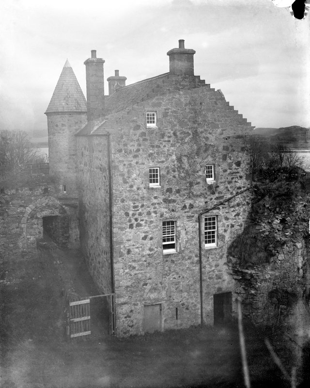 Dunstaffnage Castle. View of gatehouse from West.