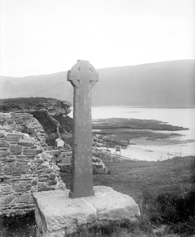 Mull, Inchkenneth Chapel. View of ring-headed cross.