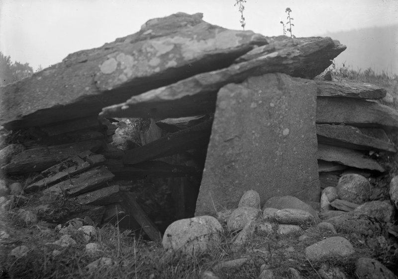 (Poss contemp with PSAS 1929-30 In same box as Temple Wood  and                                                                 Ballymeanoch negs) (AG/7977-8) (AG/8025)