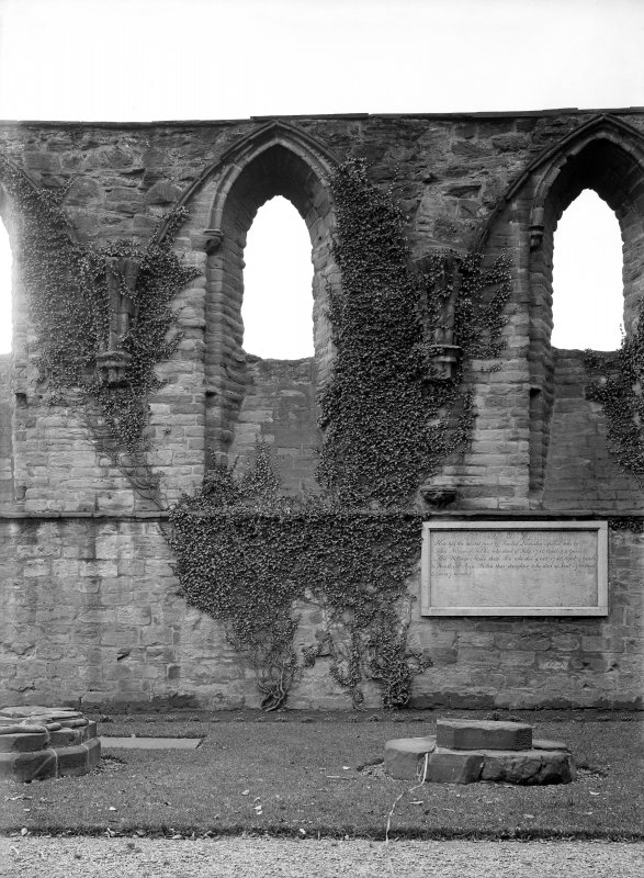 Historic photographic detail of S wall of aisle.