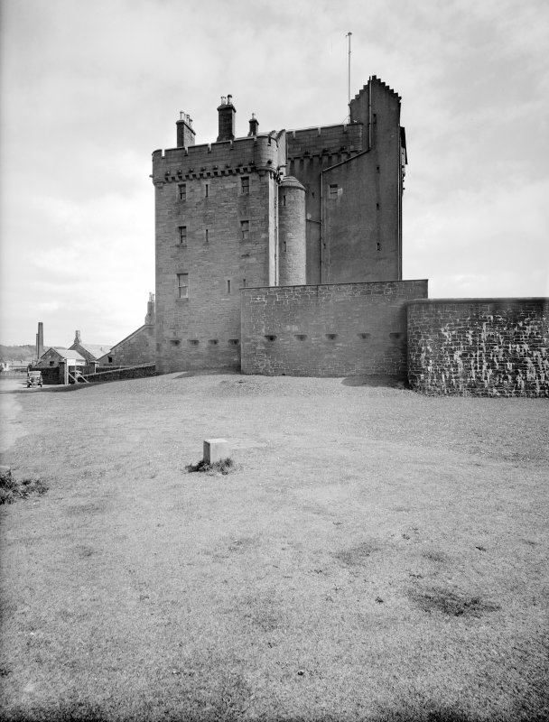 Broughty Ferry, Broughty Castle. General view from West.
