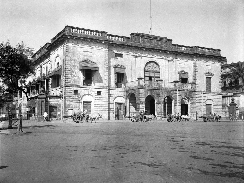 Customs House (now demolished), junction of BBD Bagh (Dalhousie Square) and Clive Street.  Now the site of the Reserve Bank of India office block.