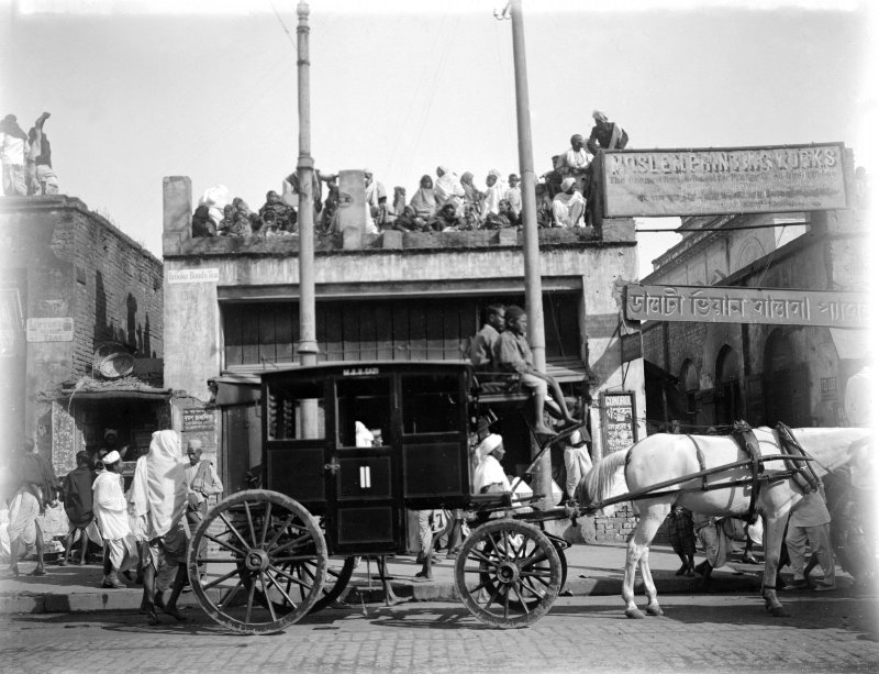 Coach outside 'Moslem Printing Works', probably Kolkata.