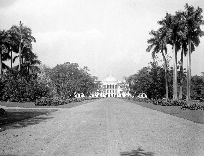 Government House (Raj Bhavan), Kolkata from the south drive.