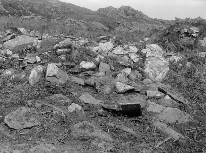 Eileach An Naoimh, Bride's Geo, Grave C. General view of unopened grave.