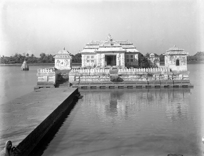 Naendra Pokhari temple, Puri, Orissa from the lakeside to south east.