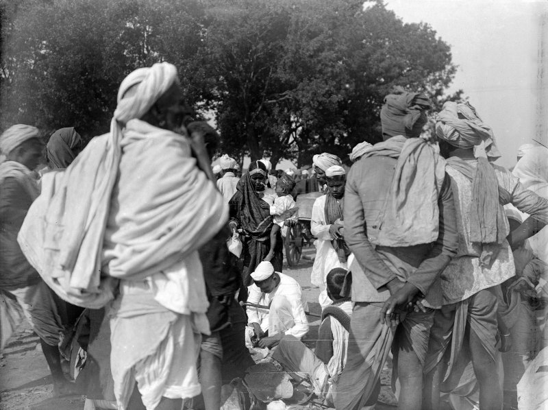 Group gathered, possibly on the Maidan, Kolkata.  The group may be pilgrims from outside Bengal.