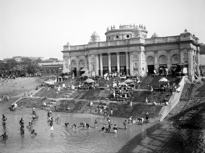 Chotulal's Ghat, Kolkata. Photograph probably taken from the old Howrah Bridge.