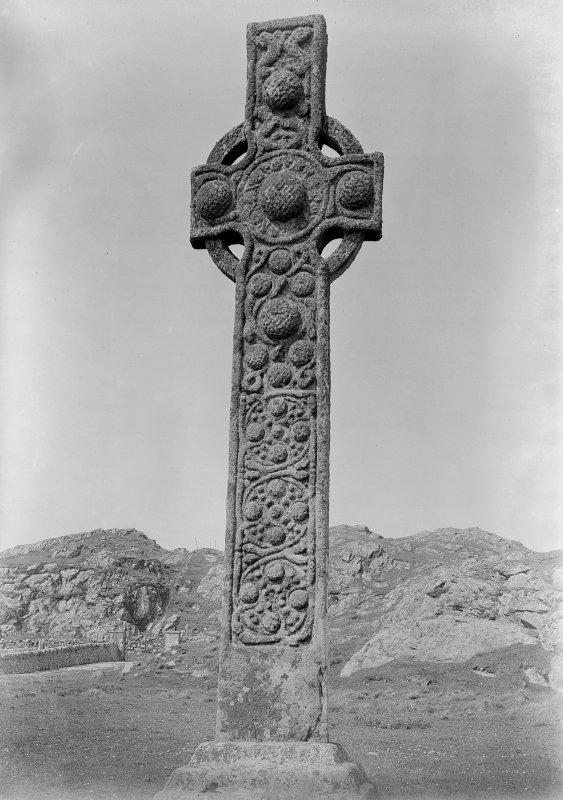 Iona,St Martin's Cross. General view.