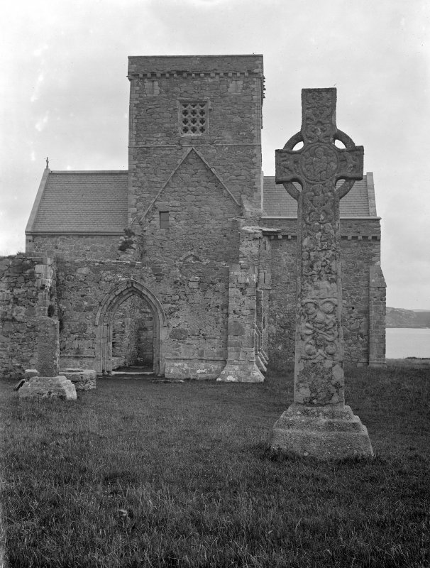 Iona, Iona Abbey & St Martin's Cross. View from West.