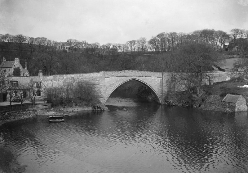 Aberdeen, Brig O' Balgownie. General view.