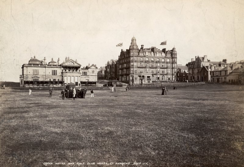 Postcard showing Grand Hotel and Golf Club House, St Andrews.
