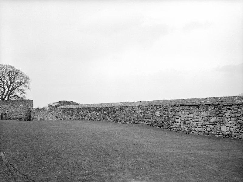 Wall boundary and entrance