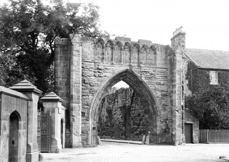 Gatehouse, Pends from South.