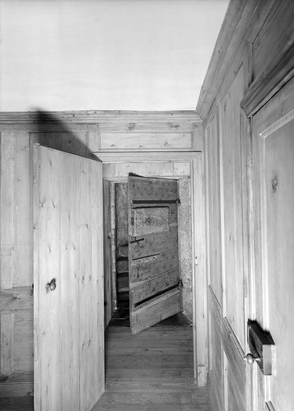 Entrance to stairway. S. wing