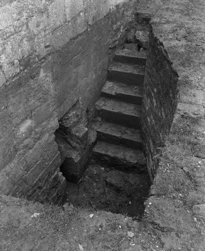 Detail of steps to lower chamber.