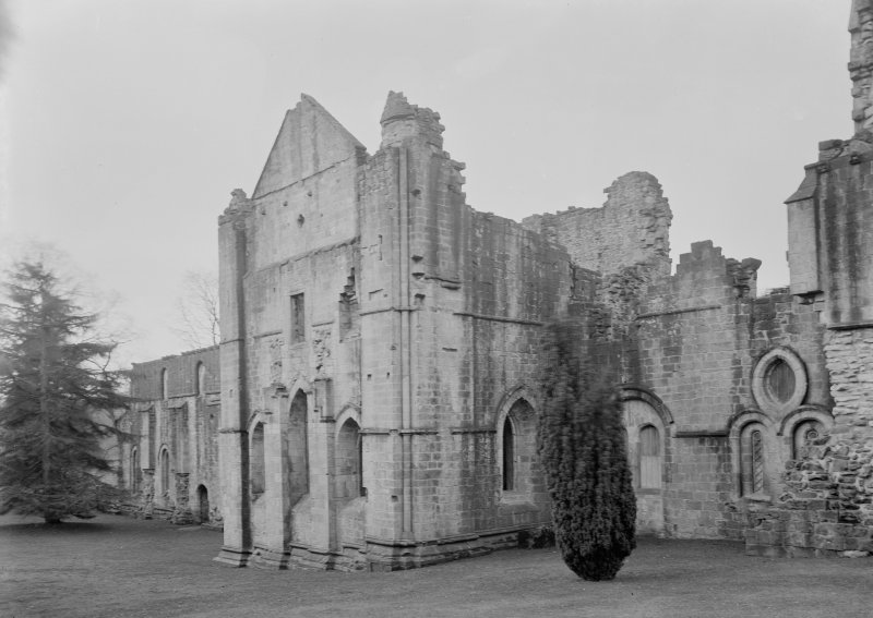View of chapter house and sacristy E wall.