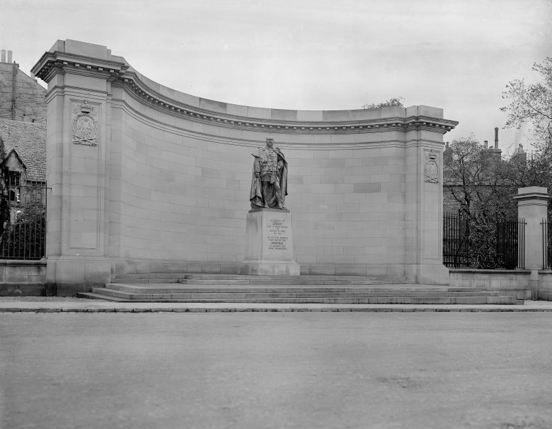 General view of Memorial to King Edward VII from West