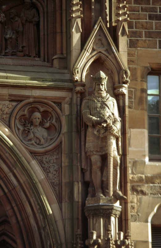 View of statue of Robert I, King of Scots, in right lower niche of main entrance, N facade.