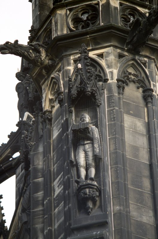 View of statue of George Heriot, on lower tier of SW buttress.